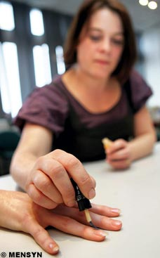 Vanishing nail varnish