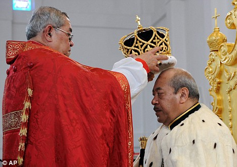 King of Tonga is crowned