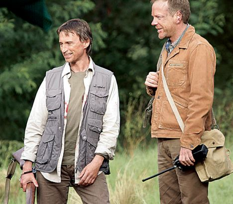 Robert Carlyle on the set of the film 24: Redemption, with friend and co-star Kiefer Sutherland