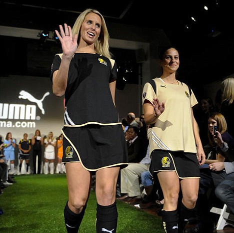 FC Gold Pride's Leslie Osborne and Christina DiMartino wave to the crowd