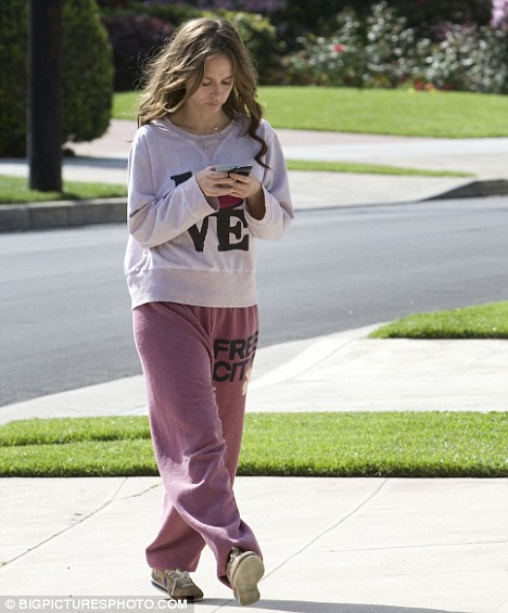 Jennifer Love Hewitt looks worn and tired as she walks home after having breakfast at her mother's house in LA