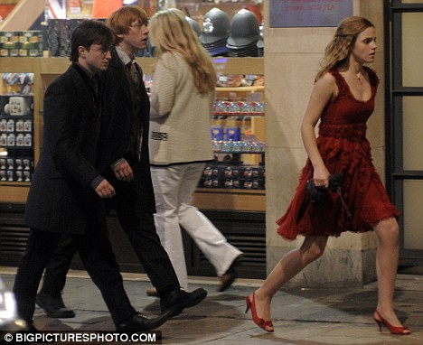 The cast of Harry Potter film near the Trocadero
