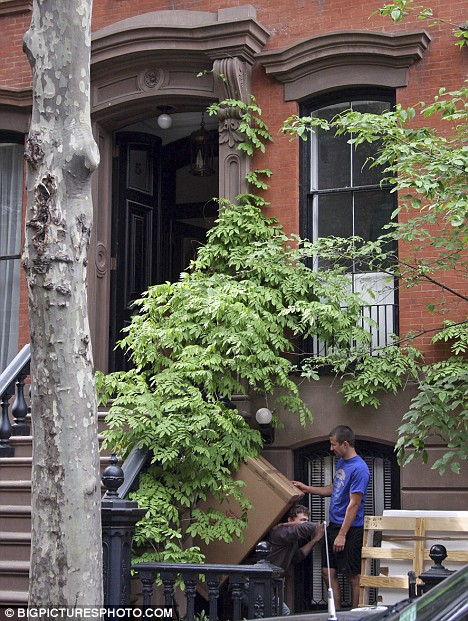 Matthew Broderick and Sarah Jessica Parker's West Village home. Movers carrying boxes