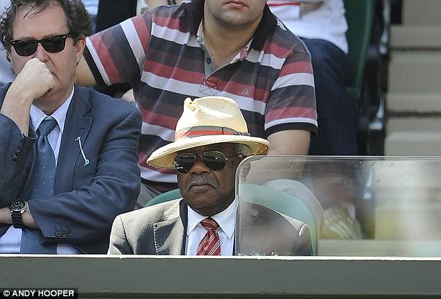 Sir Trevor McDonald watches Juan Martin Del Potro v Lleyton Hewitt