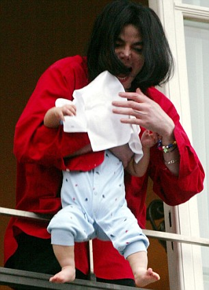 Berlin 2002, Michael Jackson with Prince Michael II