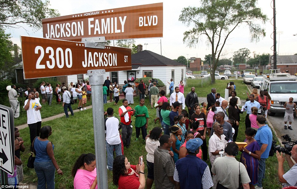 People gather outside the former childhood home of Pop Star Michael Jackson on June 25, 2009 in Gary, Indiana