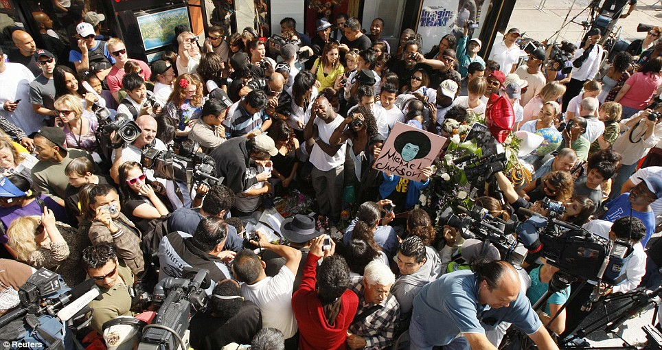 Fans and media can be seen gathered around the Hollywood star