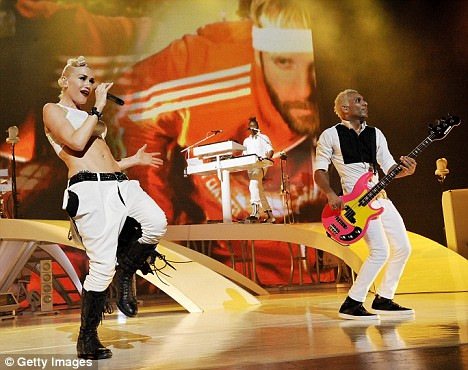 Gwen Stefani (L) and bass player Tony Kanal of the rock band No Doubt perform at the Gibson Amphitheatre