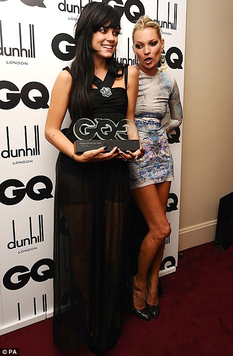 Lily Allen with her Woman of the Year award and Kate Moss (right) at the 2009 GQ Men of the Year Awards