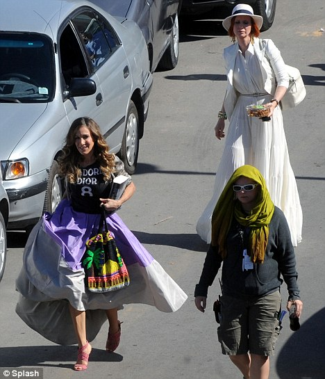 "Sarah Jessica Parker and Cynthia Nixon walk through the streets of Morocco whilst filming a scene for ""Sex and the City 2"