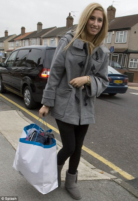 X-factor Stacey Solomon heads to her home to visit her sister and her mum and her kid