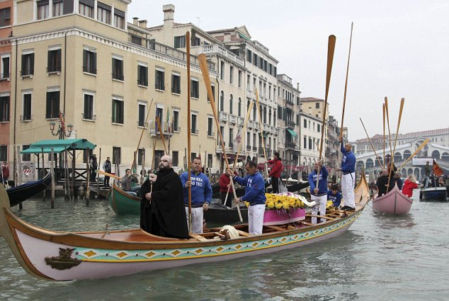 Gondoliers salute with their oars