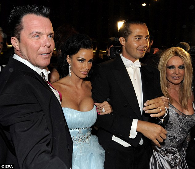 Katie Price with her hosts Irene (R.) and Alexander Mayer and Prince Marcus von Anhalt (2nd from L)