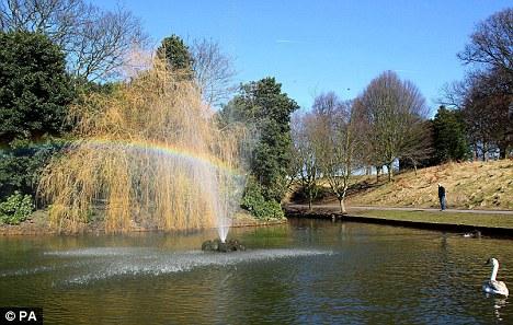 Spring sunshine in Sefton Park, Aigburth, Liverpool