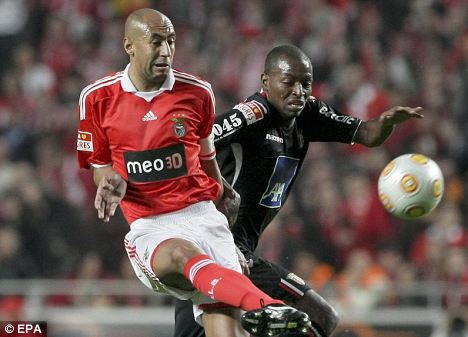Benfica's Luisao (L)