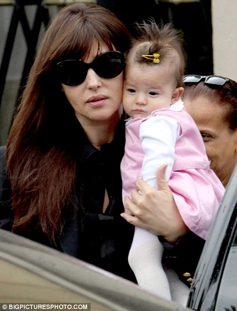 Bambina on set! Monica was joined by her five-month-old daughter Léonie