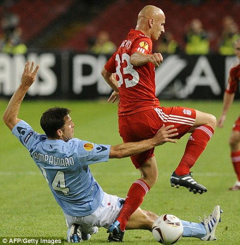 Hard game: Jonjo Shelvey avoids the challenge of Napoli's Hugo Campagnaro