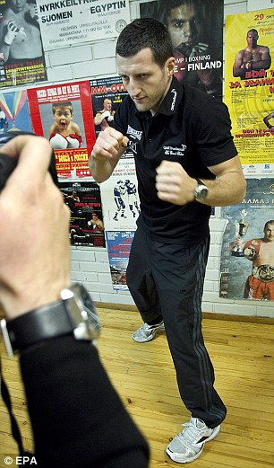 Getting ready: Froch posers for photographers in Helsinki