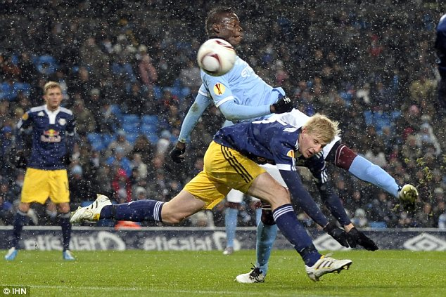 Mario Balotelli scores the first goal
