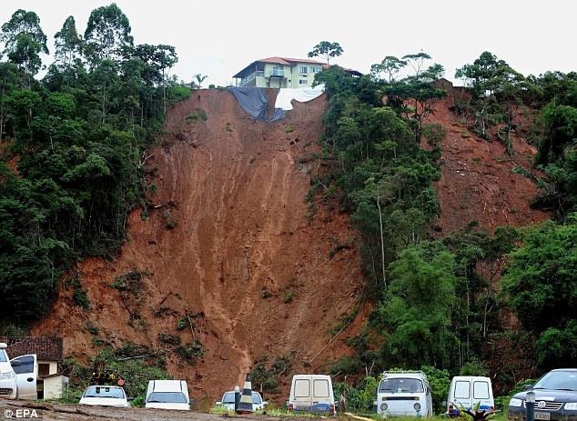 Disaster:  Heavy rains at Duas Pedras neighborhood, in Nova Friburgo, left many looking for new houses