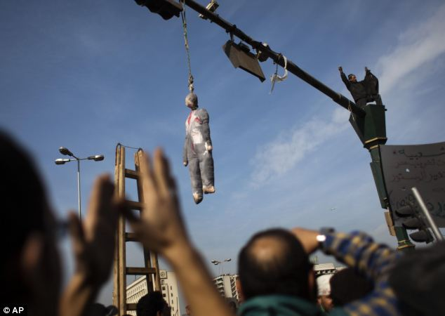 An effigy depicting President Hosni Mubarak was seen hanging on a traffic light in downtown Cairo