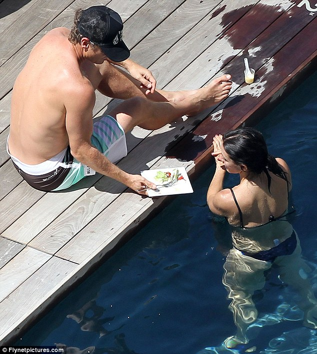 Was that good? Courteney chats to Van Holt as he had lunch by the side of the pool