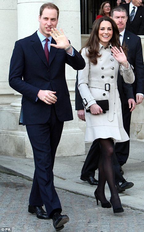 Synchronised windscreen-wiper wave: William and Kate both wave in an identical way with their left palms facing those they are greeting