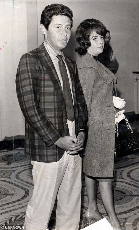 Elizabeth Taylor and fourth husband Eddie Fisher arrive at the Dorchester Hotel in 1960