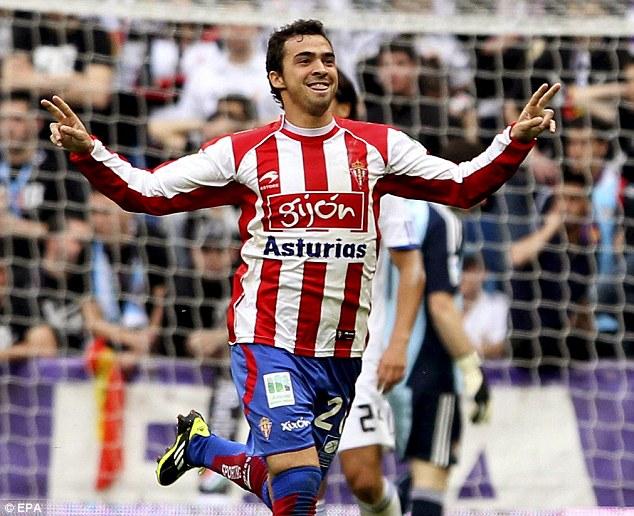 Sporting Gijon's midfielder Miguel de las Cuevas celebrates his winner
