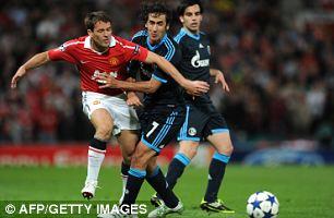 Glory boys: United striker Michael Owen (left) and Schalke's Spanish forward Raul