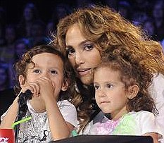 Jennifer Lopez takes her twins to work at 'American Idol' USA