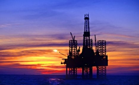 Silhouette of oil platform