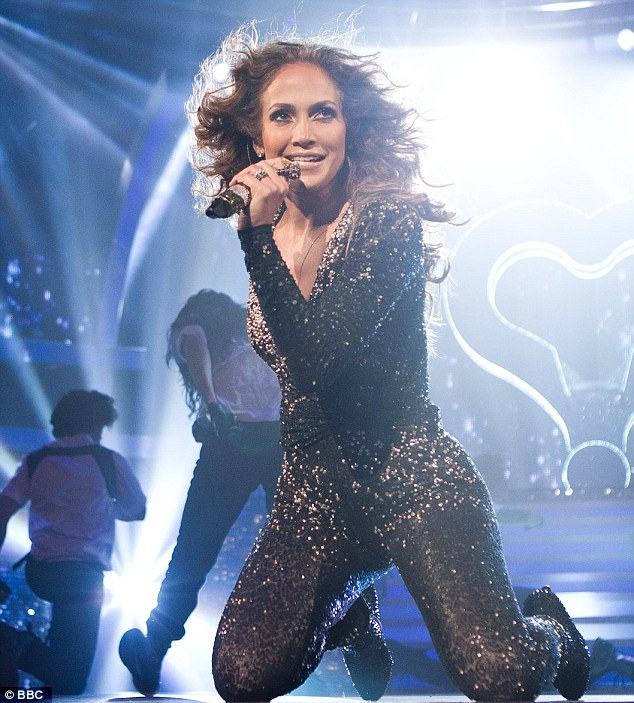 Star spangled mama: Jennifer was down on her knees as she gave the performance her all
