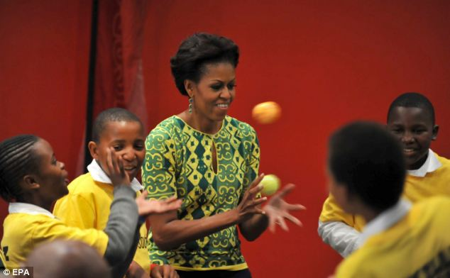 Juggling: Michelle Obama plays catch when she met children of a social project in Greenpoint Stadium, Cape Town