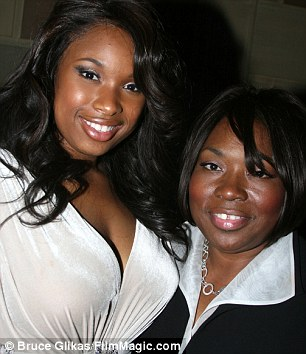 Jennifer with her late mother Darnelle at the premiere of Dreamgirls, 2006