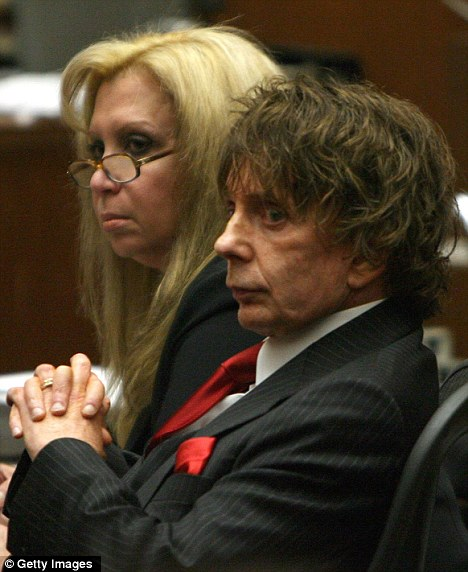 Team: Mirren takes on the role of Spector's lawyer Linda Kenney Baden, pictured with Spector at his 2007 trial for the murder of Lana Clarkson