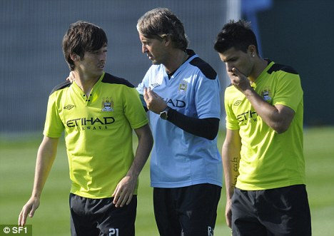 Rallying the troops: Mancini speaks to David Silva and Sergio Aguero