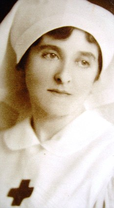 Caring: Lady Almina as a nurse during the First World War