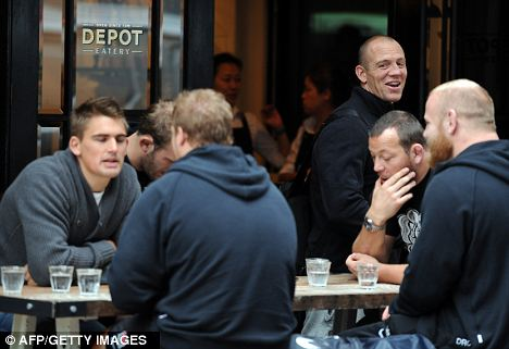 England's Toby Flood, Mike Tindall and Steve Thompson (L-R)