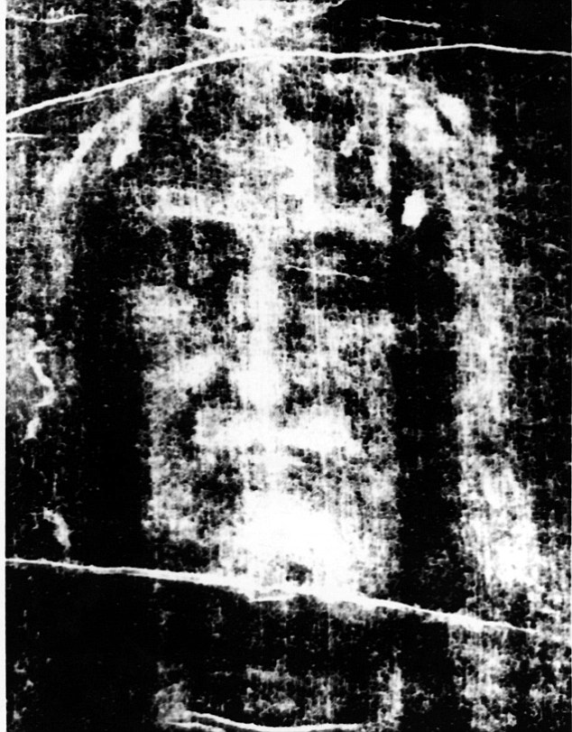 Carbon dating tests carried out in 1988 in Oxford, Zurich and Arizona suggested that the shroud was created some time between 1260 and 1390