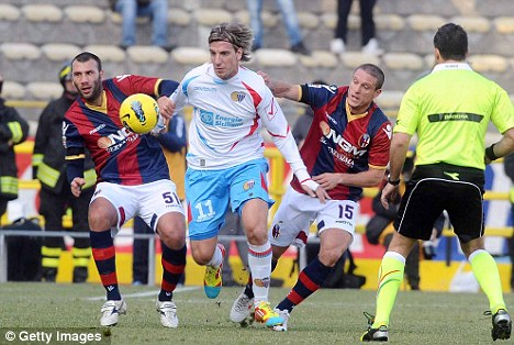 Waiting game: Maxi Lopez will sign for AC Milan if they do not sign Tevez