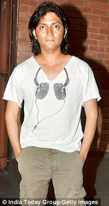 Filmmaker Shirish along with Farah visited SRK's Bandstand home Mannat to call a truce
