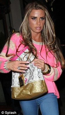 Covering up: The former glamour model hid her stomach when she enjoyed a date with Leandro Penna on Monday night