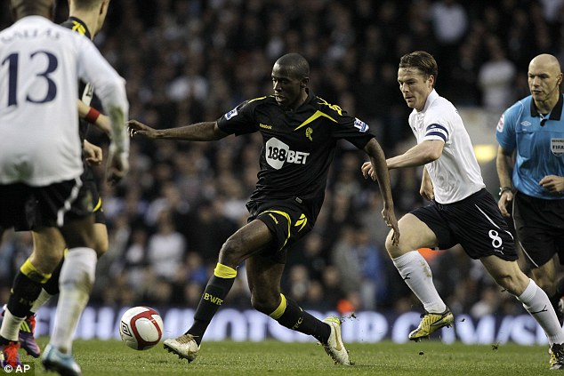 Action: Fabrice Muamba during the FA Cup tie