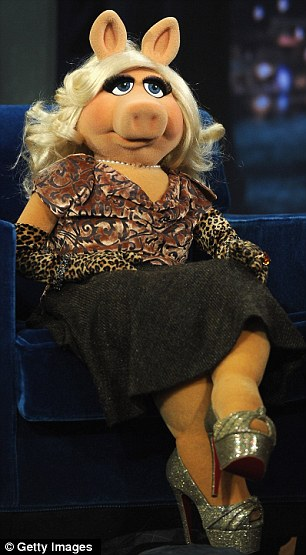 """Miss Piggy visits """"Late Night With Jimmy Fallon"""""""
