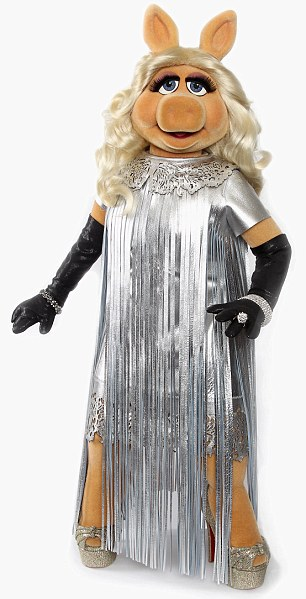 Miss Piggy debuts her dress designed by Giles Deacon