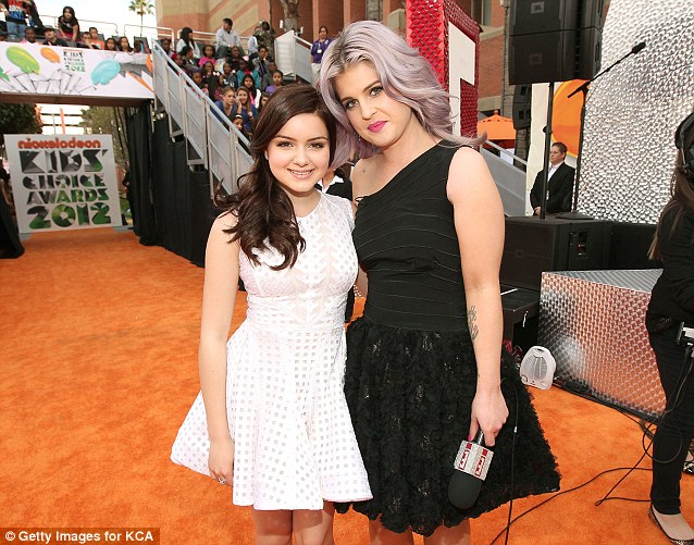 New friends: Kelly posed with Modern Family star Ariel Winter