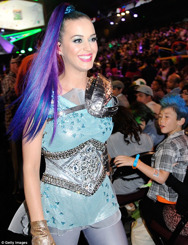 Are you ready for me? Katy changed into an interesting blue and silver ensemble for her own performance
