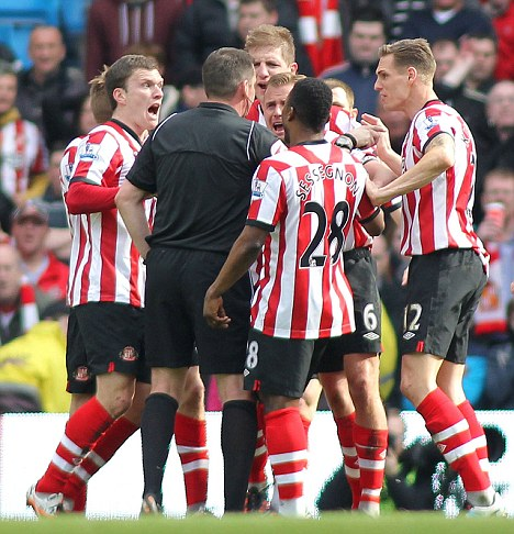 Come on ref! Sunderland players surround Phil Dowd on Saturday