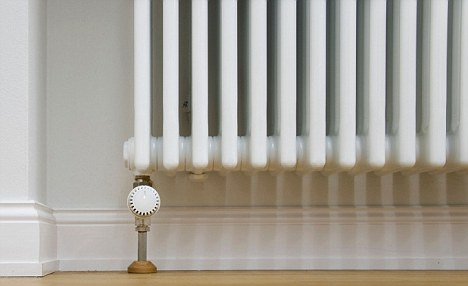 Keeping warm: Is it cheaper to put the heating on high for a short amount of time or low for a longer period?